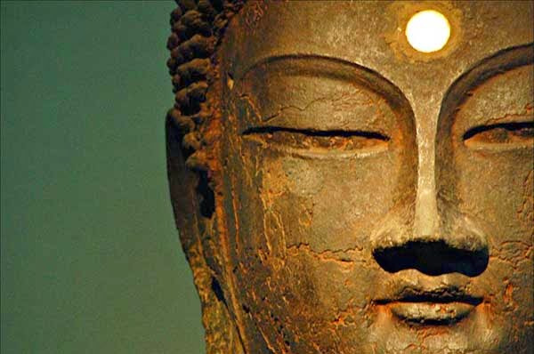 buddha-sculpture-third-eye