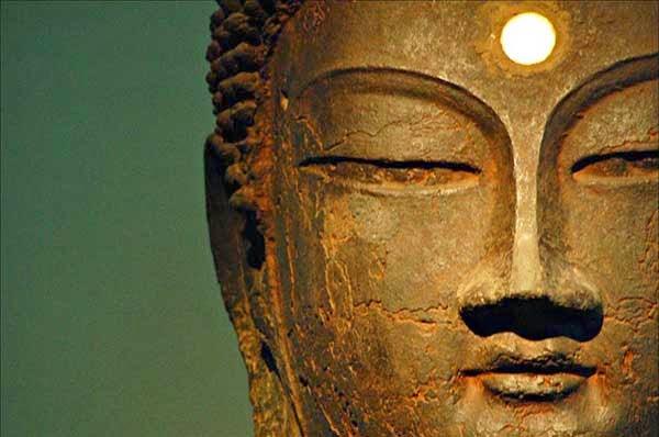 buddha-sculpture-third-eye